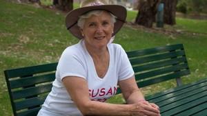 Demi Sang Cucu, Nenek di Australia Selatan Jalan Kaki 450 Km