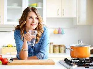 Apakah Harus Minum Air Putih Segera Setelah Makan?