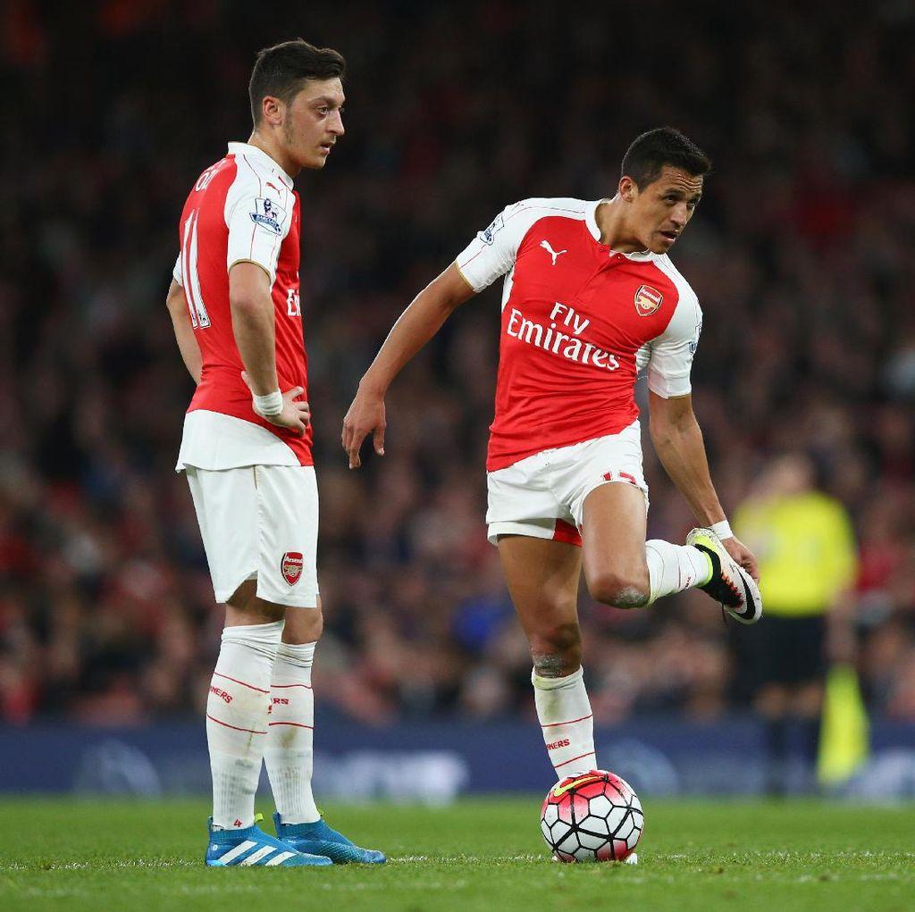 Arsenal Tunda Pembahasan Kontrak Baru Sanchez dan Oezil sampai Musim Panas
