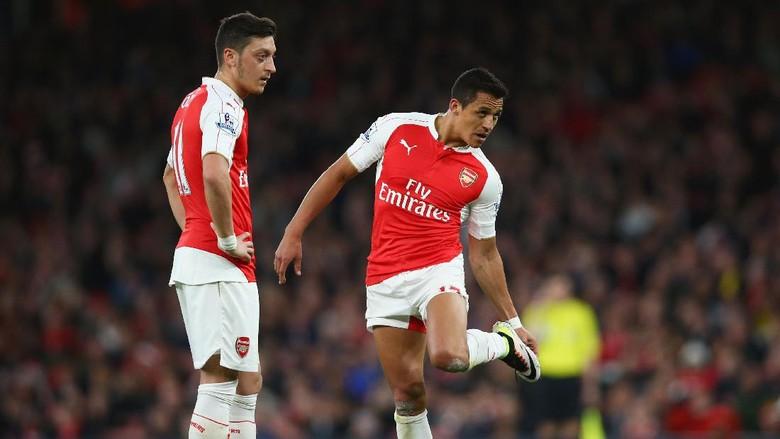 Sanchez dan Oezil Dikritik, Cech Membela