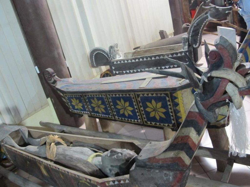Unik atau Seram? Aneka Artefak Mistis Suku Nias