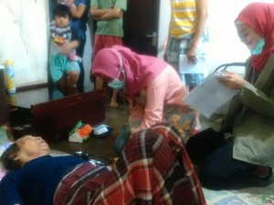 Dokter Puskesmas Datangi Lansia Sakit yang Dijenguk Veronica Ahok
