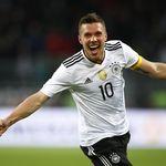 Wow! Lukas Podolski Mau Jadi Atlet Hoki Es