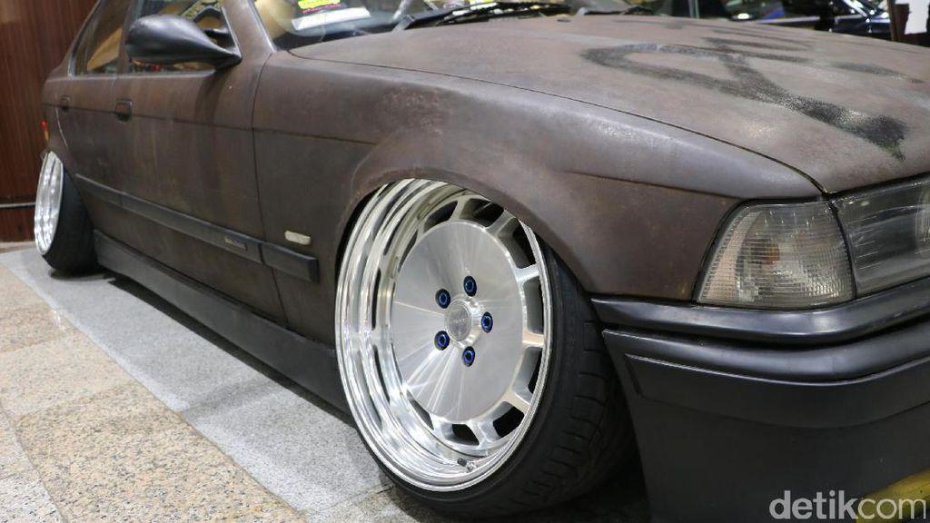 Waduh, BMW Seri 3 Ini Sengaja Dibikin Karatan Pakai Air Keras