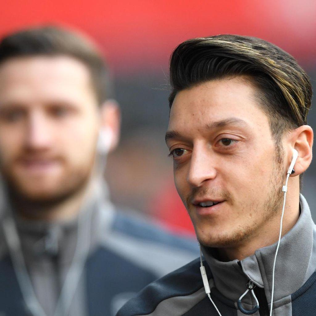 Masa Depannya Dispekulasikan, Oezil Mengaku Bahagia di Arsenal