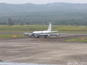 TNI AU Kawal Kru Pesawat Militer AS yang Mendarat Darurat di Aceh