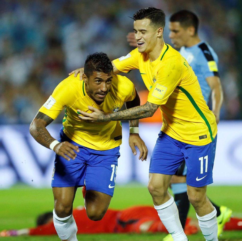 Paulinho Hat-trick, Brasil Permalukan Uruguay 4-1