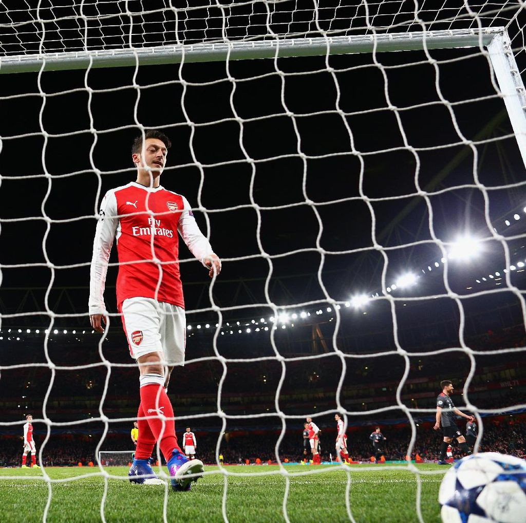 Oezil soal Performa Buruk Arsenal