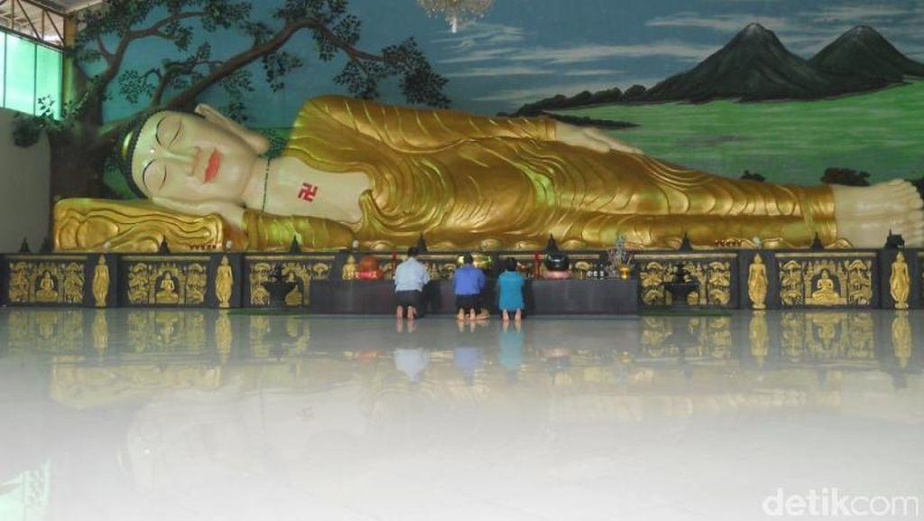 Foto: Patung Buddha Tidur di Indonesia