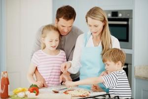 Mau Ajari Anak Memasak? Ini 5 Tips Mudah dari Tiga <i>Chef</i> Ternama
