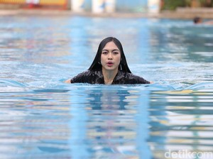 Doyan Berenang, Vizza Dara Sebal Badannya Tak Tambah Tinggi