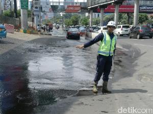 Pipa Bocor, Air Menggenang ke Jl Gatot Subroto depan Plaza Semanggi