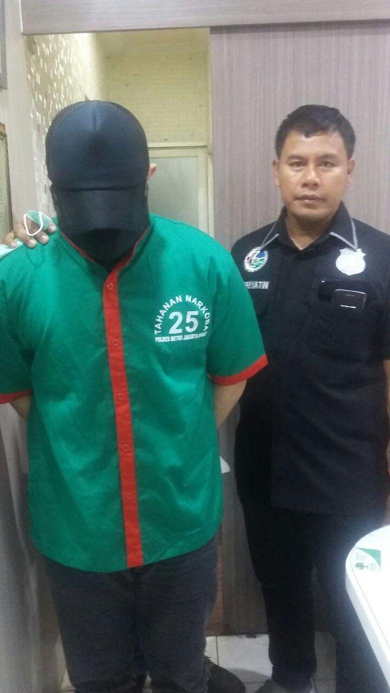 Ditangkap, Begini Penampakan Ridho Rhoma dengan Baju Tahanan Narkoba