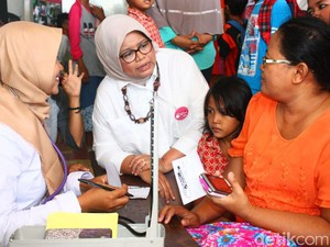Istri Anies Sosialisasikan Program Dokter Keliling di Penjaringan