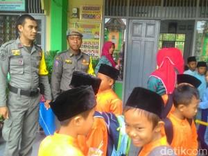 Satpol PP Pekanbaru Ikut Amankan SD Antisipasi Penculikan Anak