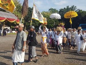 Umat Hindu di Banten Ikuti Tawur Kesanga di Pura Eka Wira Anantha