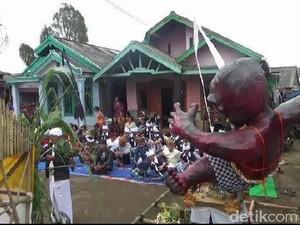 Umat Hindu Tengger Gelar Mecaru Netralisir Kekuatan Jahat