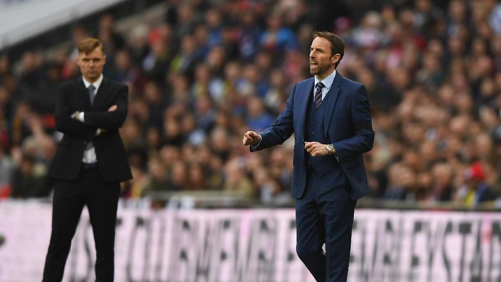 Southgate: Inggris Harus Lebih Cepat Alirkan Bola