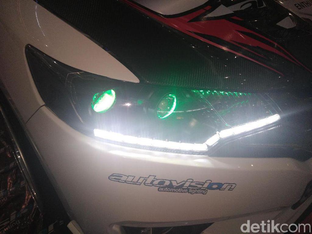 Ini Penyebab Lampu Mobil Jadi Buram