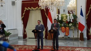 Jokowi Sambut Presiden Prancis Hollande dengan Upacara Kenegaraan