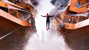 Spider-Man Pamer Kostum Canggih Buatan Tony Stark di Trailer Ketiga
