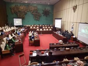 Gampang Beli Martabak, Anggota Komisi V DPR Bela Ojek Online