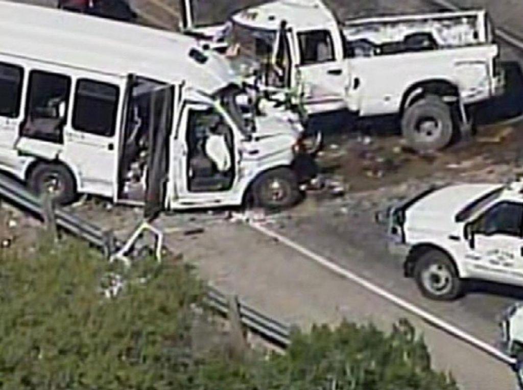 Kecelakaan Bus dan Truk di Texas Tewaskan 12 Orang