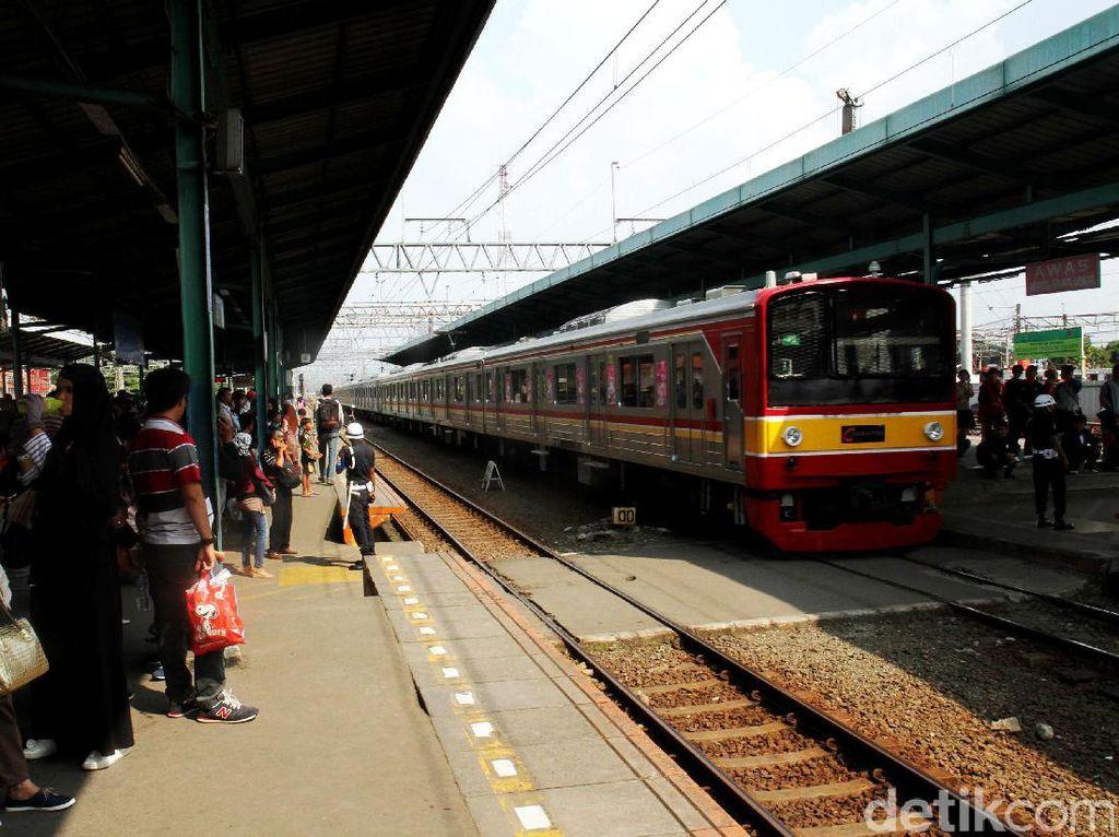 Sempat Gangguan di St Sudirman, Penumpang KRL Bogor-Angke Aman