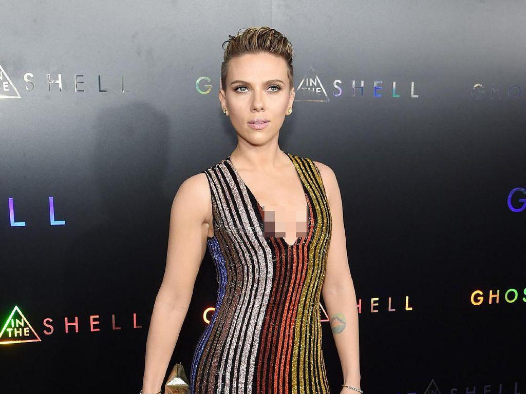 Hot Mama! Seksinya Scarlett Johansson di Premiere Ghost in the Shell