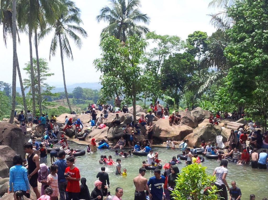 Nggak Bakal Menyesal Wisata Alam di Taman Batu Purwakarta