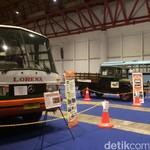 Bernostalgia dengan Deretan Bus Tua Nan Klasik