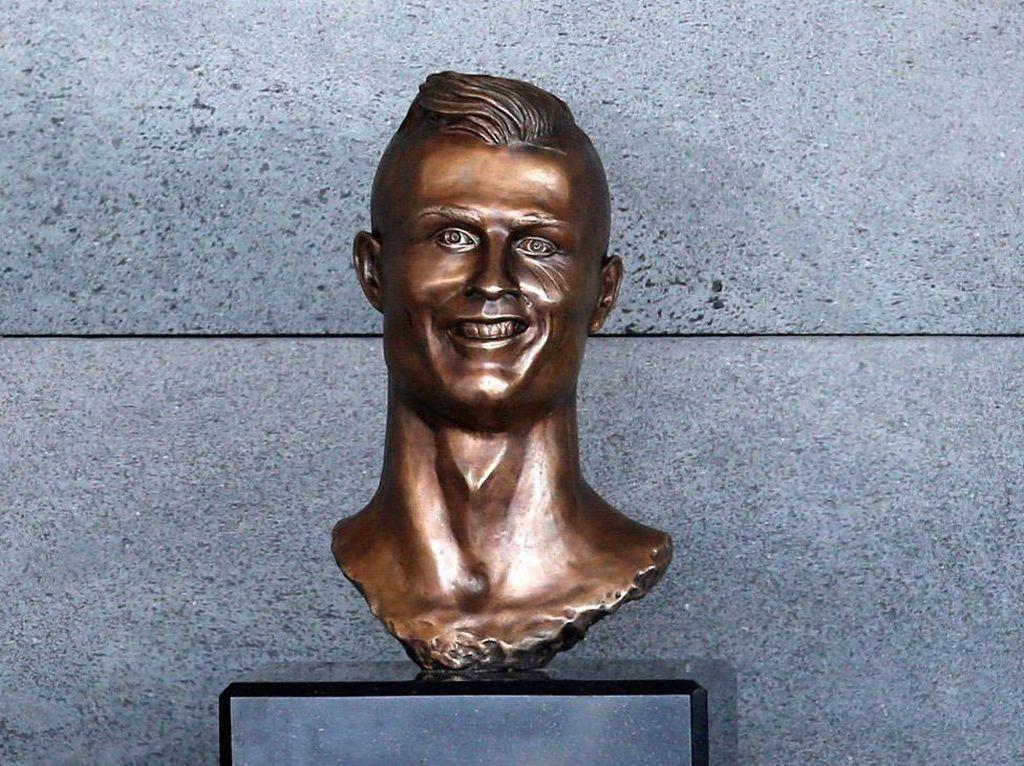 Patung Kocak Cristiano Ronaldo dalam Kenangan