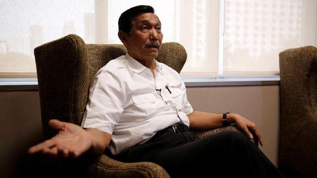 Menko Perekonomian Luhut Pandjaitan belum sukses mempertemukan Jokowi dan Prabowo.