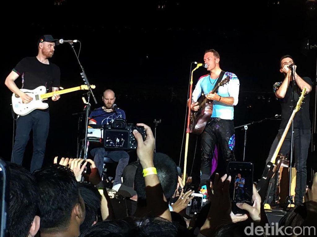 Magic! Coldplay Raih Triliunan dari Tur A Head Full Of Dreams