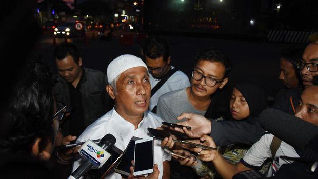 Kuasa Hukum dari Tim Pembela Muslim, Ahmad Michdan (tengah), di Mako Brimob Kelapa Dua, Depok, Jawa Barat, 2017.