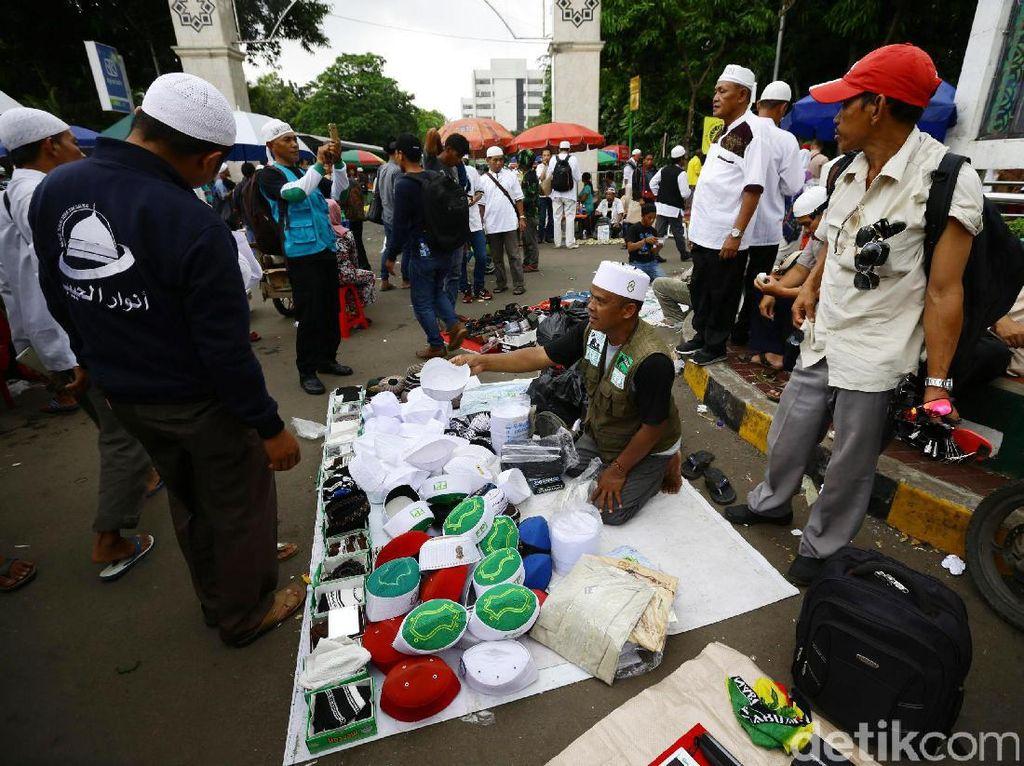 Curhat PKL Mencari Rezeki di Tengah Aksi Damai 313