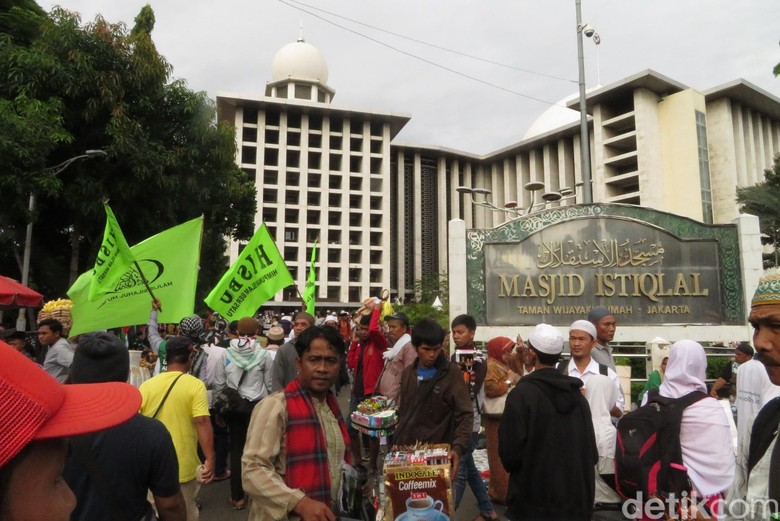 Massa Aksi 313 Terus Berdatangan, Lalin Depan Istiqlal Macet