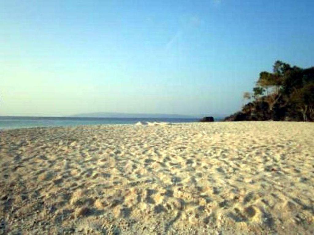Keindahan Pantai Bambarano di Sulteng yang Jarang Orang Tahu