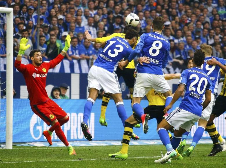 Dortmund Petik Satu Angka dari Markas Schalke