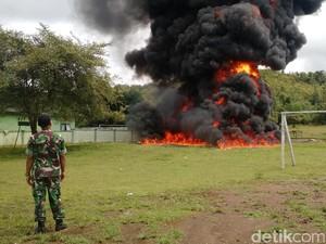 Tentara di Atambua Musnahkan 5 Ribu Liter BBM Selundupan