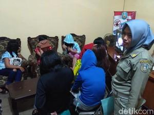 Belasan Wanita Pemandu Lagu di Situbondo Diamankan