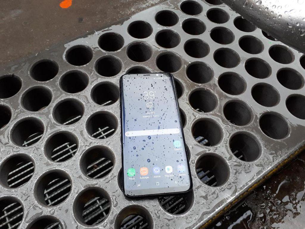 Menjajal Galaxy S8+ di Tengah Hujan