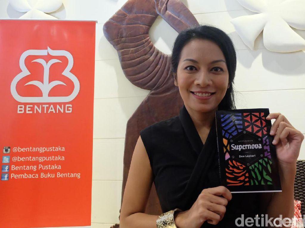 Dee Lestari Ingatkan Pembaca Agar Tak Beli Buku Bajakan