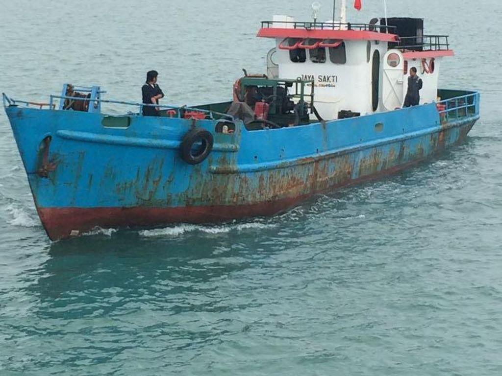 TNI AL Amankan Kapal Pengangkut Solar Ilegal di Perairan Batam