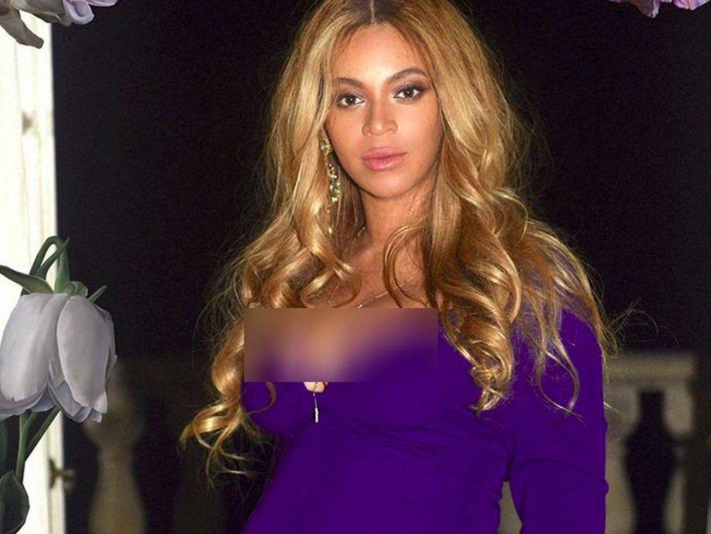 Beyonce Tampil Seduktif dengan Gaun Panjang Saat Foto Hamil