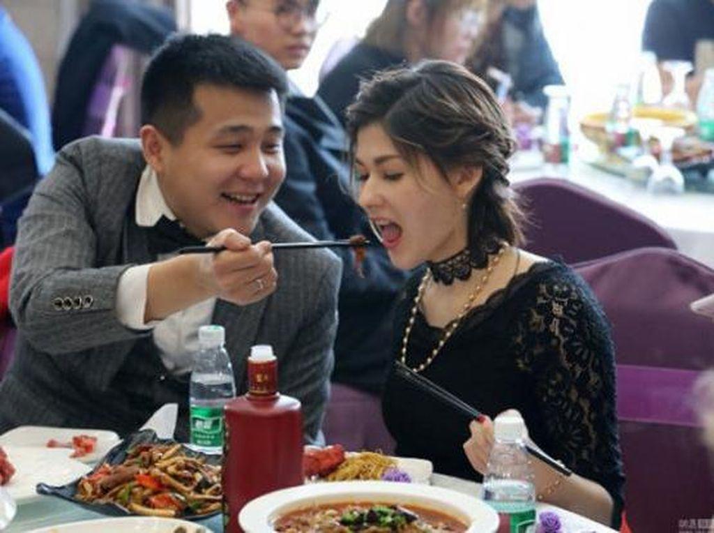 Gadis Cantik Menikahi Penambang Miskin Digunjingkan Netizen