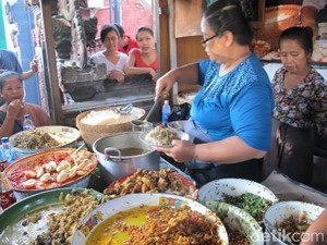 Pendiri Warung Nasi Campur Bali Legendaris Men Weti Tutup Usia