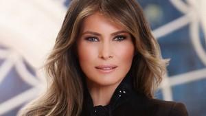 Apa Makna yang Terkandung di Balik Foto Resmi Melania Trump?