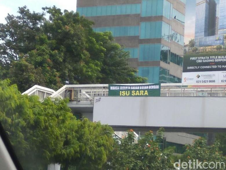 Beredar Spanduk 'Warga Jakarta Sudah Bosan dengan Isu SARA'