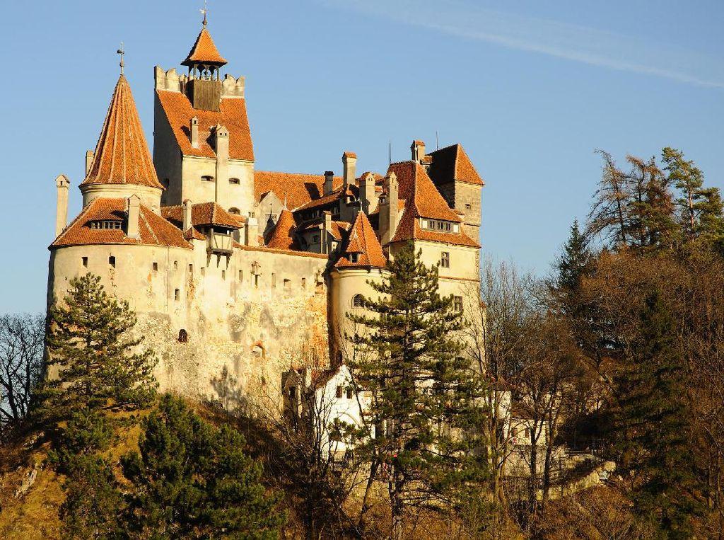 Kastil Drakula di Romania Tawarkan Vaksinasi Gratis